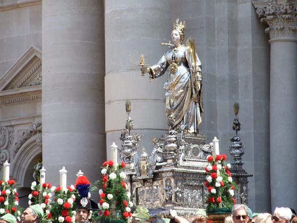 Kristendom  hoejtid  lusica  statue  wikimedia